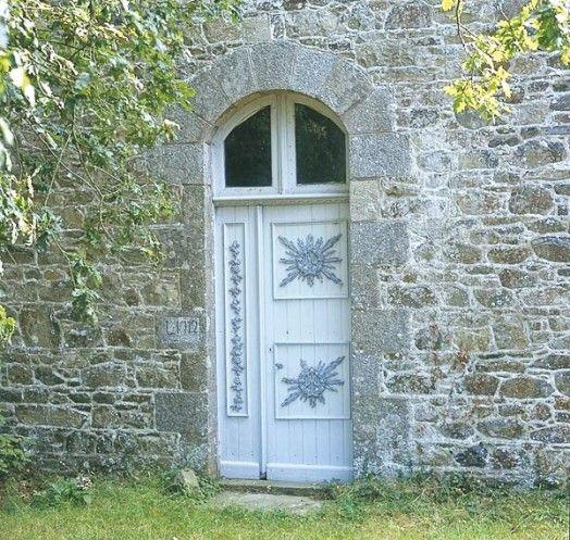 Saint clet d tail d 39 une porte de la chapelle saint yves for Porte et fenetre sabourin st clet